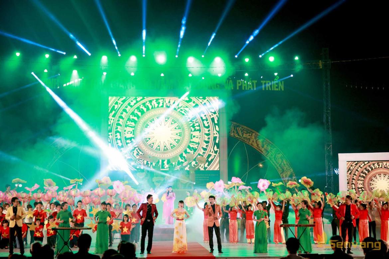 Phấn kết hợp ăn ý của ca sĩ Hoài Phương & nhóm Giao Thời, nhóm FM