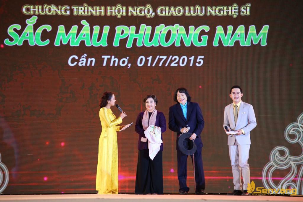 NSND Lệ Thủy cùng NSƯT Minh Vương ôn lại những kỉ niệm với khán giả miền Tây