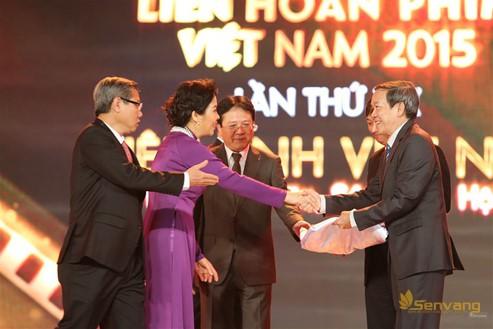 Lễ bế mạc – trao giải LHP Việt Nam 2015 khép lại bằng nghi thức trao cờ trang trọng