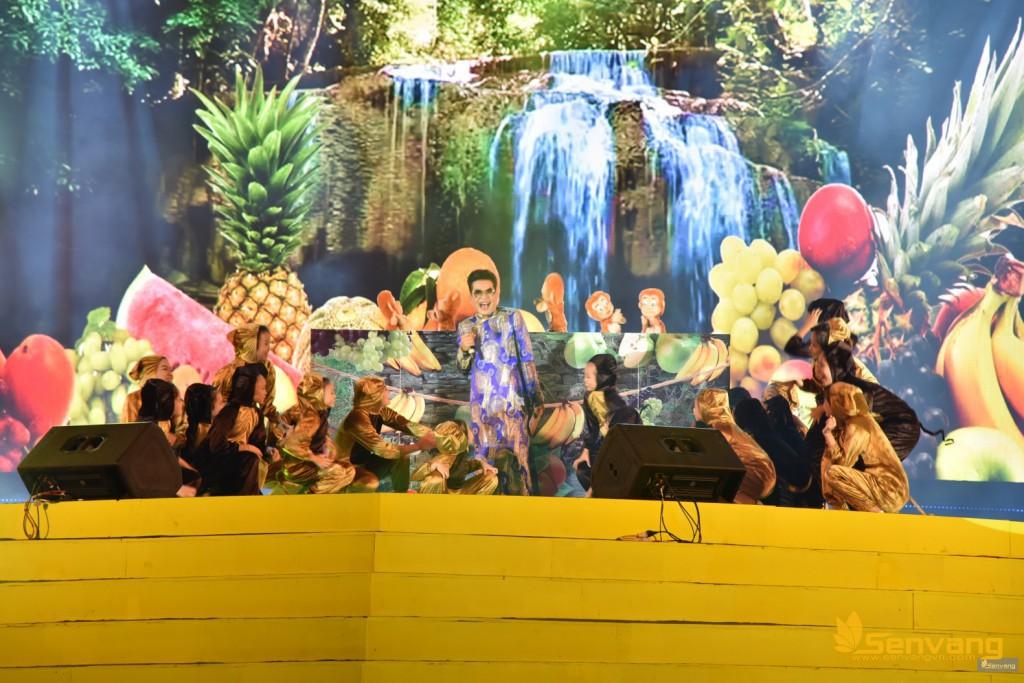 """MC Thanh Bạch dẫn dắt đầy hóm hỉnh, duyên dáng """"Năm Thân Nói Chuyện Khỉ"""" cùng nhóm múa rối Baby"""