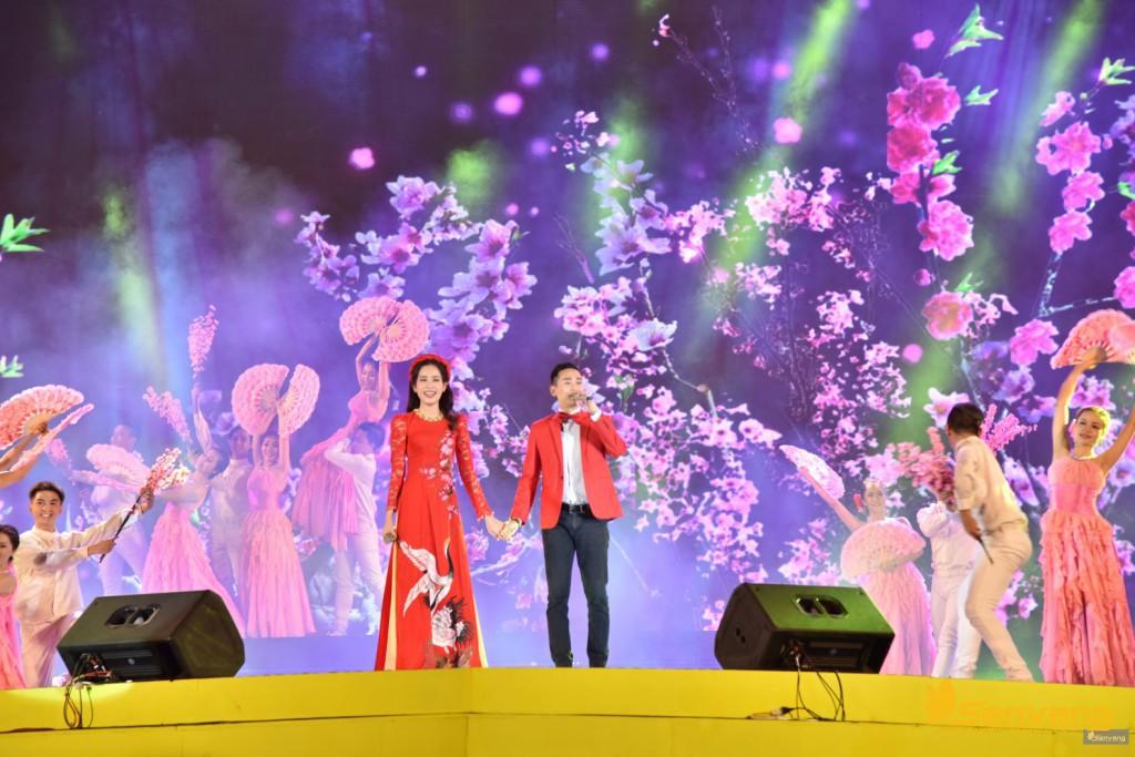 """Hoa khôi Năm Em và ca sĩ Hứa Vĩ Văn lần đầu song ca cùng nhau trong ca khúc """"Khúc giao mùa"""" đầy lãng mạn"""