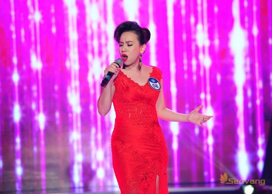 Thí sinh Nguyễn Vũ Ngọc Quỳnh (MS 08) quyến rũ, đằm thắm với ca khúc Muốn yêu