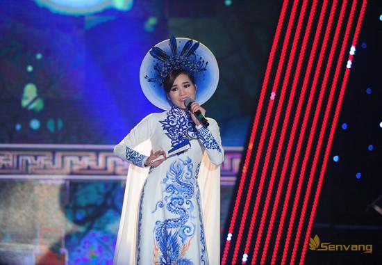 Thí sinh Dương Thị Tuyết (MS 06) mang đến cuộc thi ca khúc Cung đàn Thúy Kiều