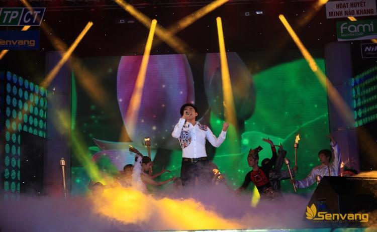 Phần trình diễn của ca sĩ Đan Trường nhận được sự tán thưởng nồng nhiệt của khán giả