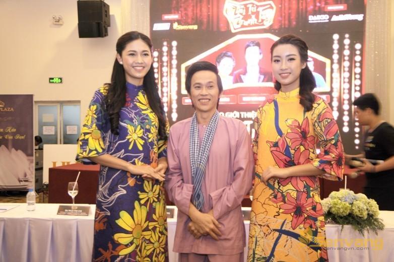Hoa hau My Linh-  A hau Thanh Tu chup hinh voi NSUT Hoai Linh