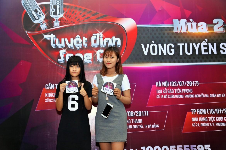 Hai cô bé đáng yêu này (một 14 tuổi, một 18 tuổi) vừa kết thúc kỳ thi căng thẳng và đến ngay với chương trình để tìm kiếm cơ hội tỏa sáng tài năng.