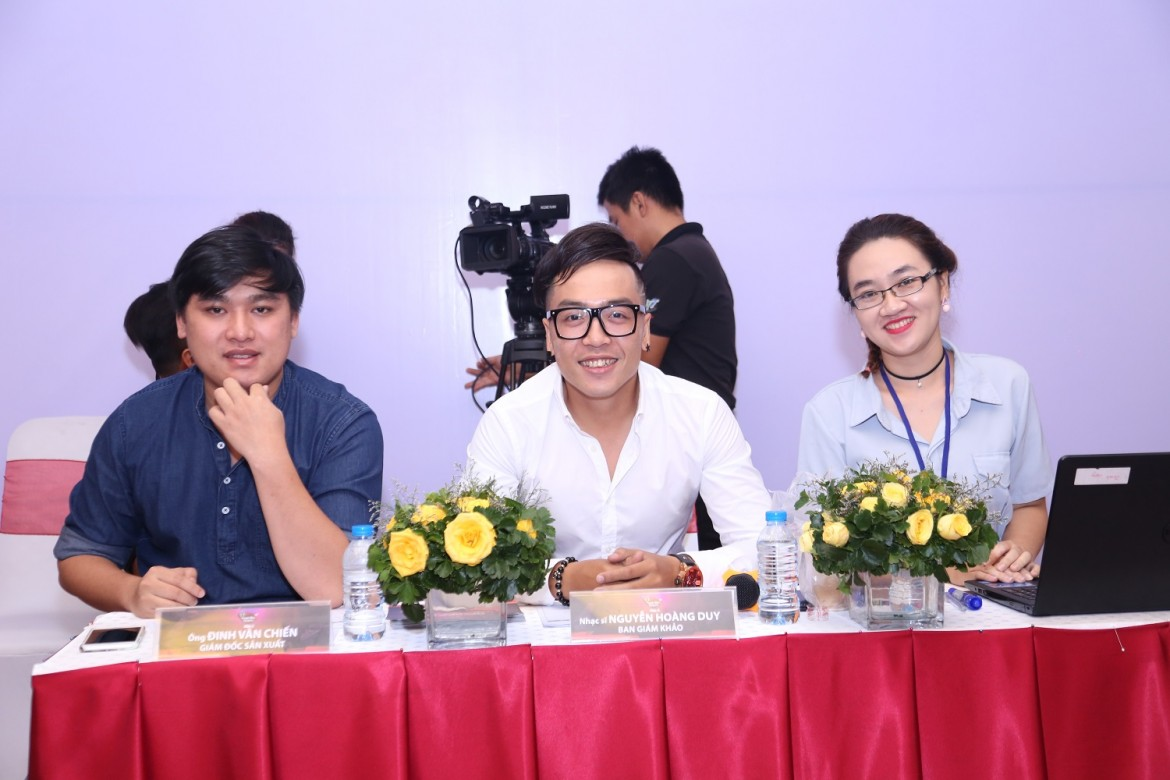 Nụ cười tươi của ban giám khảo, nhạc sĩ Nguyễn Hoàng Duy (giữa).